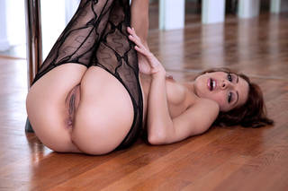 Splendida ragazza nuda in calze.